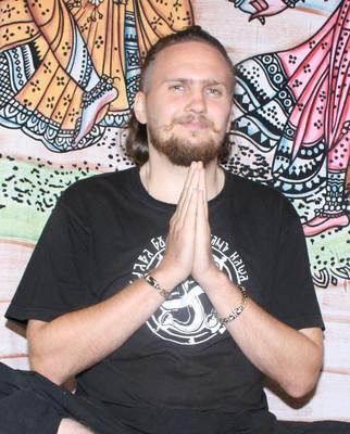 Хатха йога. Регулярные занятия с Михаилом Здоровым